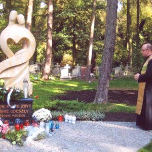 2008-10-12 Odsłonięcie Pomnika Dziecka Utraconego na Cmentarzu Centralnym (2)