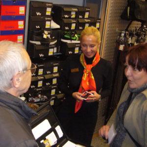 2010-10-23 akcja charytatywna Ciepłe buty na zimę (5)
