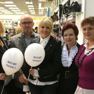 2010-10-23 akcja charytatywna Ciepłe buty na zimę (8)