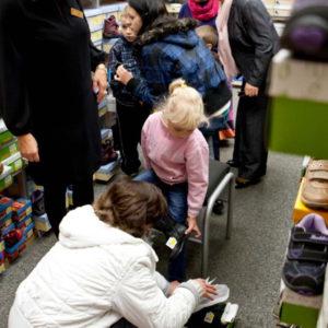 2011-10-22 akcja charytatywna Ciepłe buty na zimę 150 par! (3)