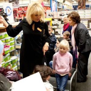 2011-10-22 akcja charytatywna Ciepłe buty na zimę 150 par! (4)
