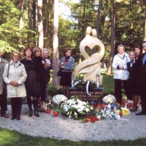 2008-10-12 Odsłonięcie Pomnika Dziecka Utraconego na Cmentarzu Centralnym (3)