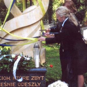 2008-10-12 Odsłonięcie Pomnika Dziecka Utraconego na Cmentarzu Centralnym (5)