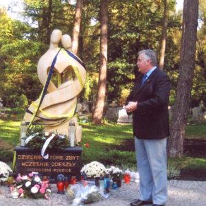 2008-10-12 Odsłonięcie Pomnika Dziecka Utraconego na Cmentarzu Centralnym (6)