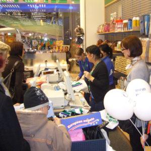 2010-10-23 akcja charytatywna Ciepłe buty na zimę (1)