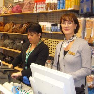 2010-10-23 akcja charytatywna Ciepłe buty na zimę (4)