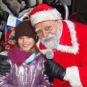 2010-12-19 akcja charytatywna Mikołaj dzieciom (1)