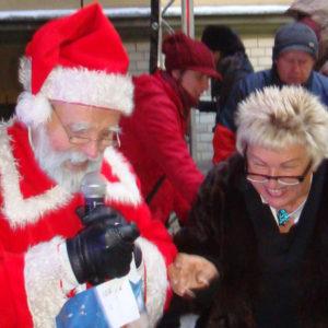 2010-12-19 akcja charytatywna Mikołaj dzieciom (2)