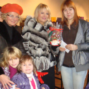 2010-12-19 akcja charytatywna Mikołaj dzieciom (4)