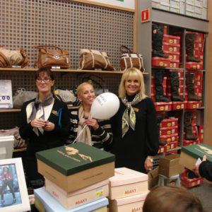 2011-10-22 akcja charytatywna Ciepłe buty na zimę 150 par! (1)
