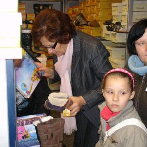 2011-10-22 akcja charytatywna Ciepłe buty na zimę 150 par! (10)