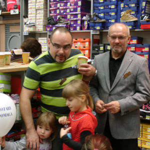 2011-10-22 akcja charytatywna Ciepłe buty na zimę 150 par! (11)