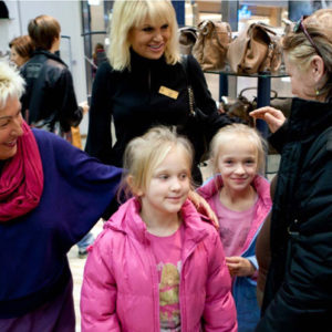 2011-10-22 akcja charytatywna Ciepłe buty na zimę 150 par! (2)