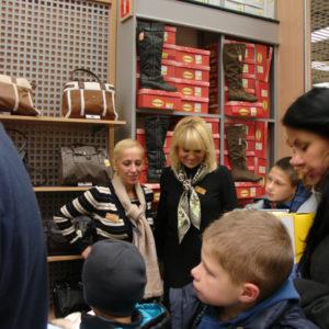 2011-10-22 akcja charytatywna Ciepłe buty na zimę 150 par! (9)